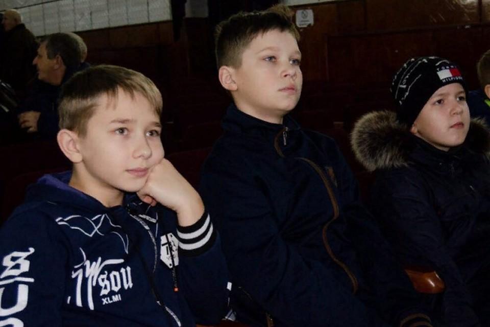 В феврале «Молодая Республика» организовала бесплатный кинопоказ также для жителей прифронтового Тельманово. Фото: mrespublika.ru