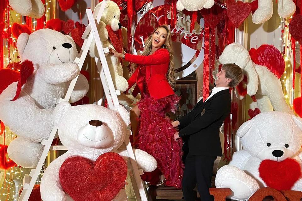 Месяц назад избранник девушки - банкир Иван Семенов - сделал певице предложение руки и сердца