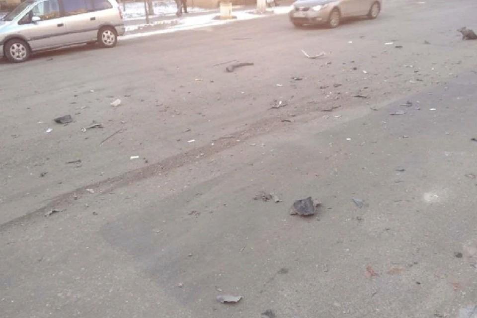 Осколки и части от взорвавшегося авто отлетели на десятки метров. Фото: t.me/neoficialniybezsonov