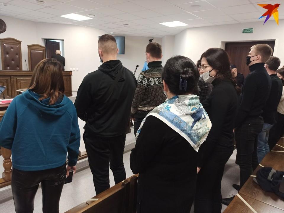 В Бресте судят друга убитого Геннадия Шутова, которого обвиняют в покушении на убийство военнослужащих и оказание им сопротивления.