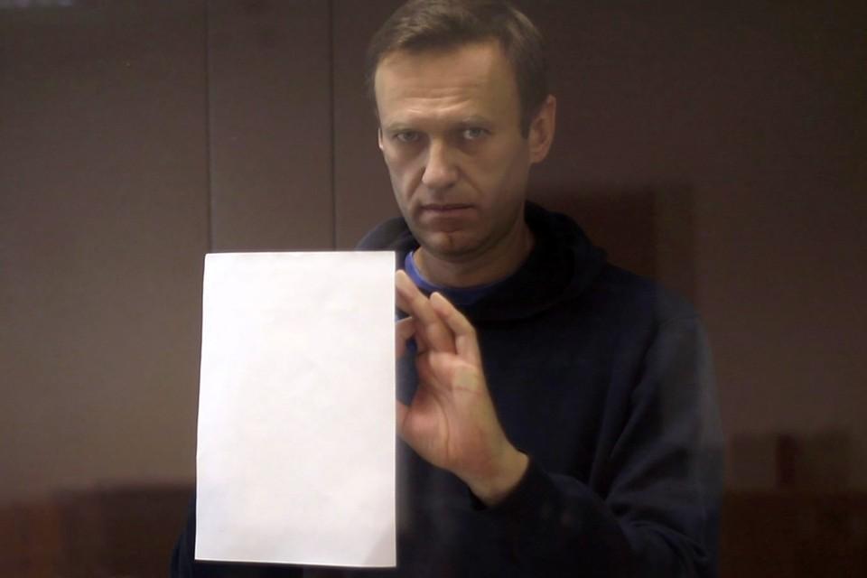 Если коротко, то в судьбе Алексея Навального не меняется ничего, за исключением того, что кошелек оппозиционера «похудеет» на 950 тысяч рублей. Фото: Пресс-служба Бабушкинского суда/ТАСС