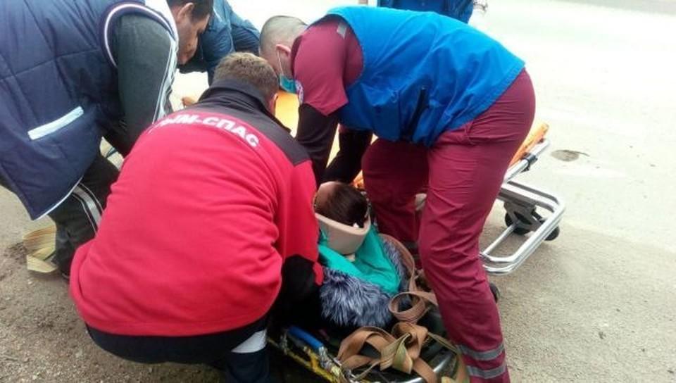 Женщина упала в двухметровое углубление. Фото: пресс-служба МЧС по РК