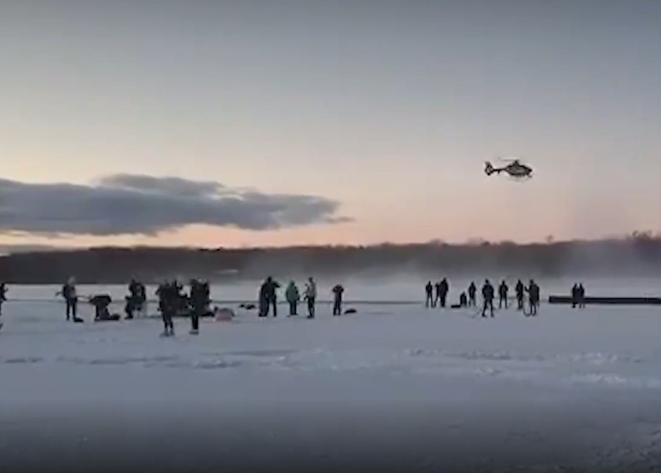 Полиция Берлина применила вертолет для разгона людей с замерзшего озера. Фото: кадр из видео