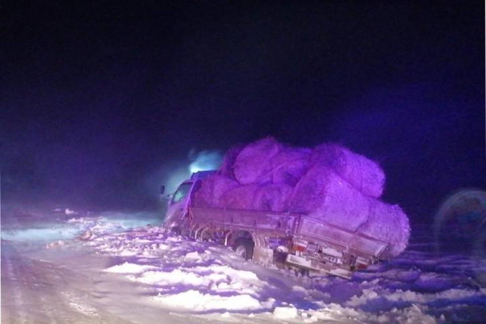 Водителя грузовика, попавшего в снежный плен, спасли в Осинском районе