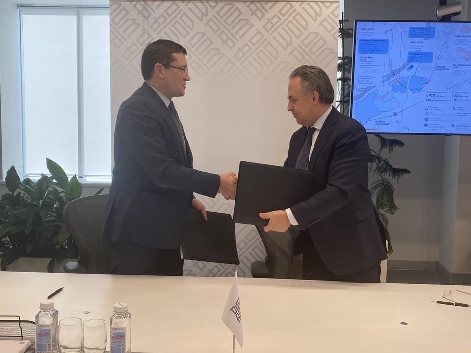 Также Глеб Никитин и Виталий Мутко подписали обновленное соглашение о сотрудничестве.