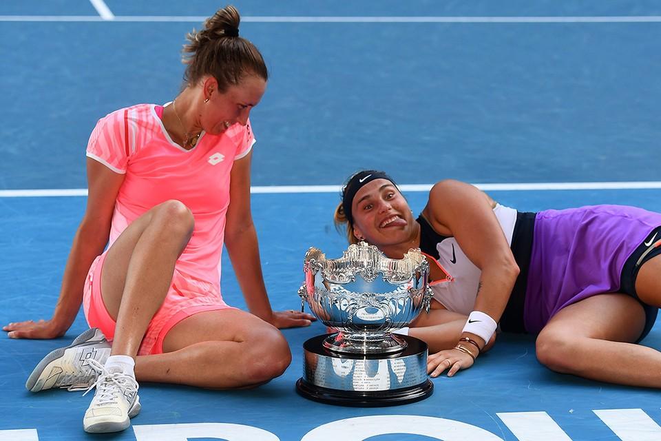 Мертенс и Соболенко празднуют успех в Мельбурне. Фото: twitter.com