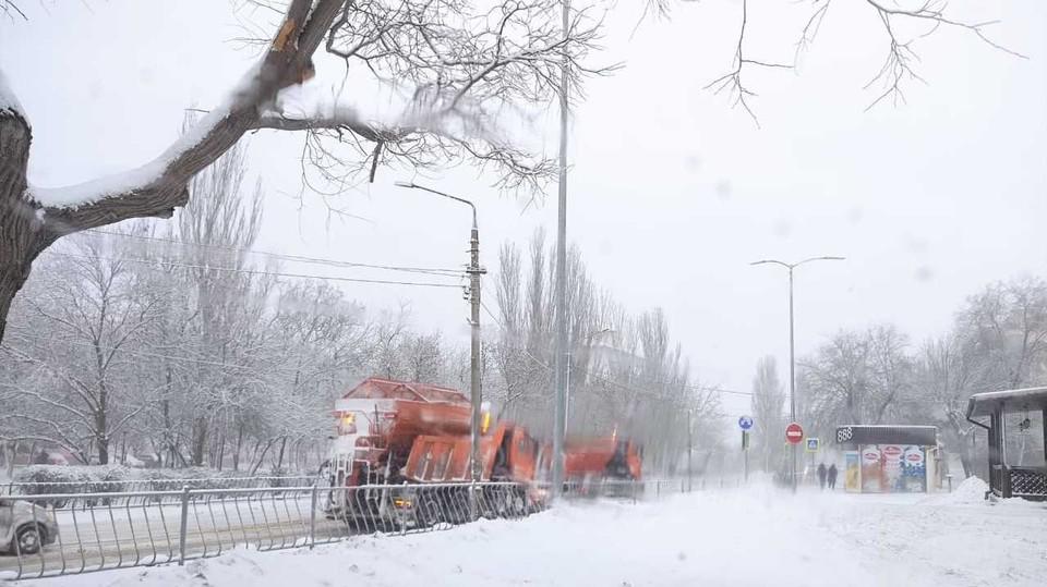 Город ждет пока расчистят трассу от снега. Фото: администрация Феодосии