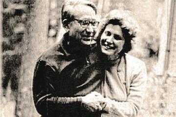 Дочь Сталина любила индийца, а сын Троцкого француженку: что известно про романы детей советских вождей с иностранцами
