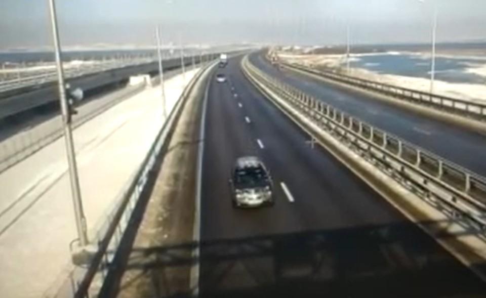 """Движение на Крымском мосту не ограничено. Фото: скриншот из видео Упродор """"Тамань"""""""