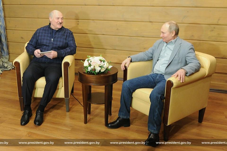 Лукашенко рассказал, когда в Беларуси начнут выпускать собственную вакцину и похвалил российскую. Фото: пресс-служба президента