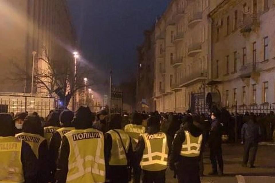 В ходе столкновений у офиса президента Украины пострадали 27 правоохранителей. Фото: полиция Киева