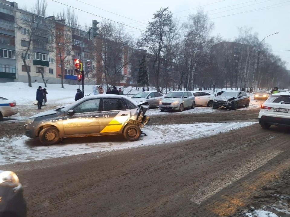 ДТП с пятью машинами на улице Терешковой