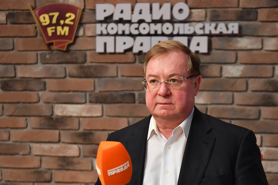 """Сергей Степашин в студии Радио """"Комсомольская правда""""."""