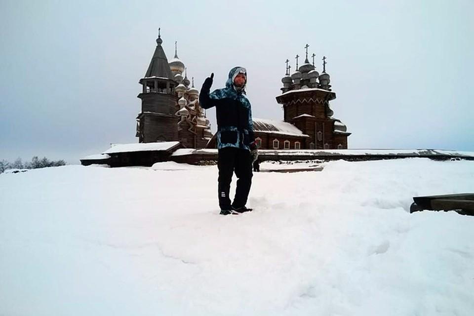 От мороза почернели щеки: Администратор магазина из Карелии пробежал 66 км по льду Онежского озера