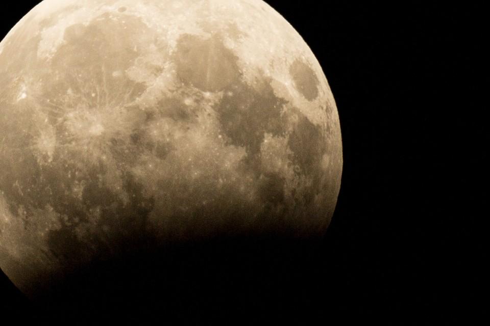 Снежная луна 27 февраля 2021 над Тегераном: прямая онлайн-трансляция