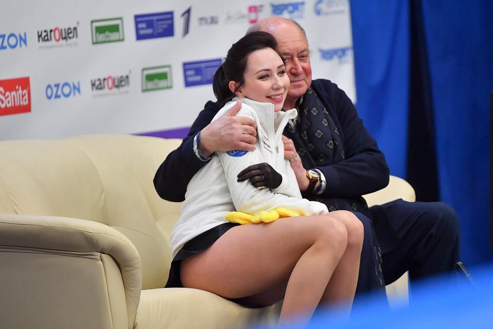 Фигуристка Елизавета Туктамышева с тренером