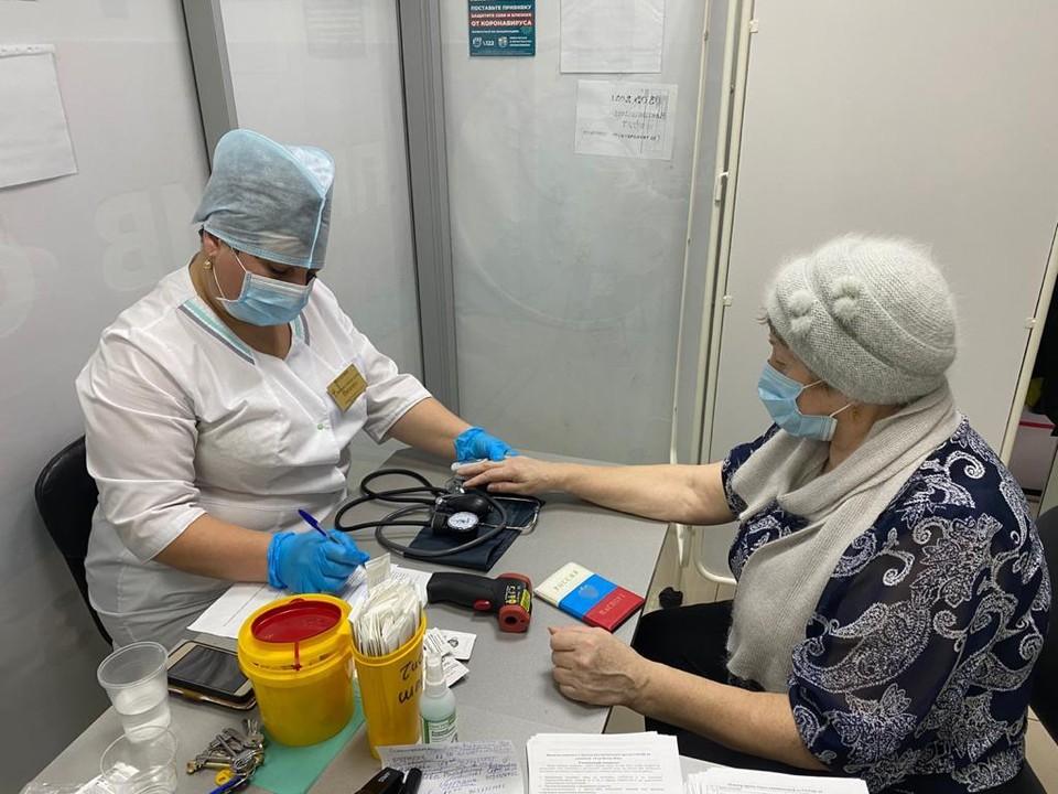 В Кузбассе открылся седьмой прививочный пункт в торговом центре. Фото: Минздрав Кузбасса
