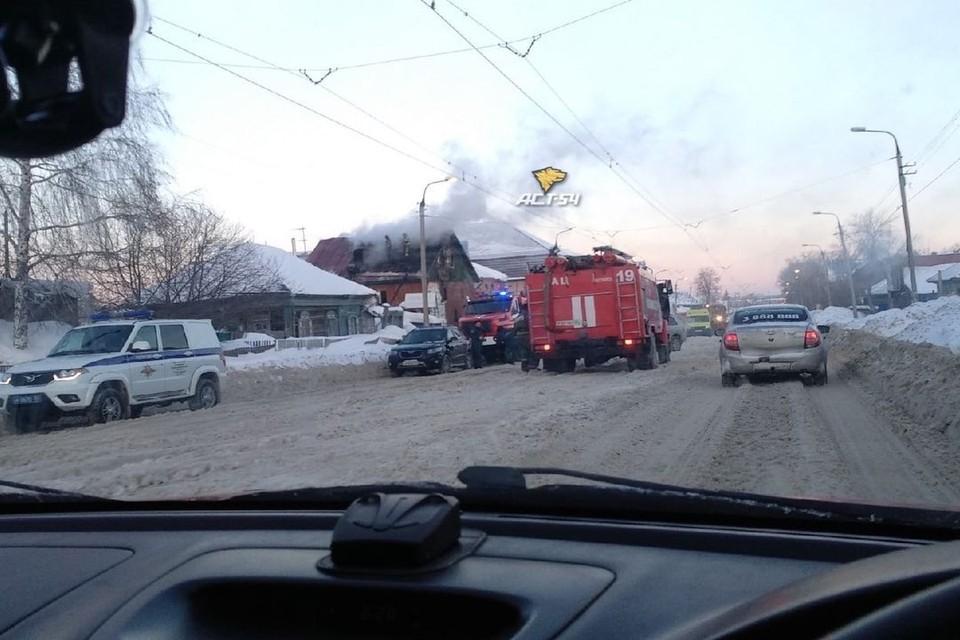 Пожар произошел в доме на улице Волочаевской. Фото: «АСТ-54»
