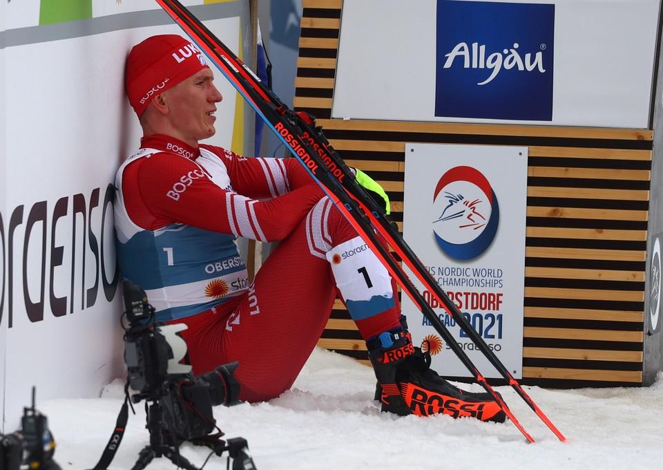 Александр Большунов пришел вторым из-за сломанной лыжной палки.