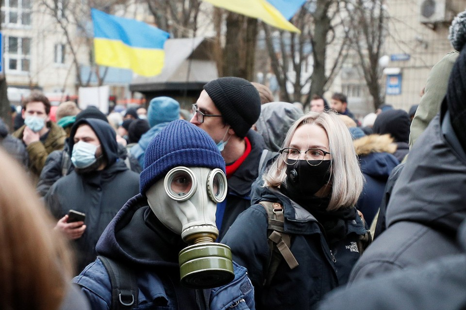 Во время митинга в поддержку националиста Сергея Стерненко в Киеве.