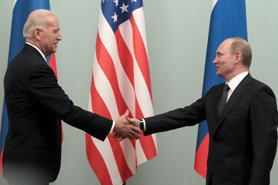 Владимир Путин предложил Байдену пообщаться буквально в ближайшую пару дней