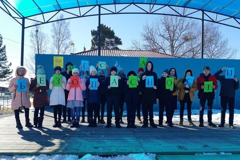 У каждого класса и группы есть общее тематическое фото с акции