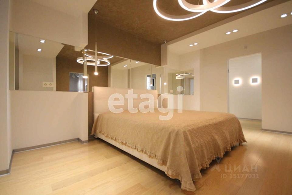"Фото: сайт по продаже недвижимости ""Циан"". Спальня на втором этаже."
