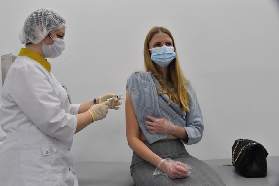 В Приморье от коронавируса сделали прививки 57825 человек