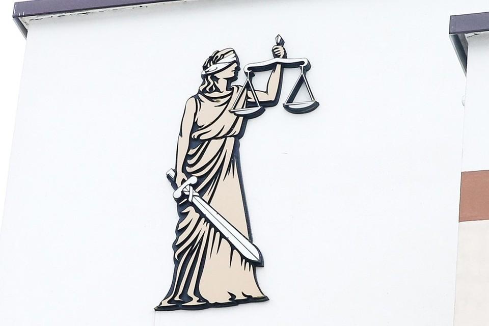 Как только человека лишают лицензии или отчисляют из коллегии – работать адвокатом он уже не имеет права