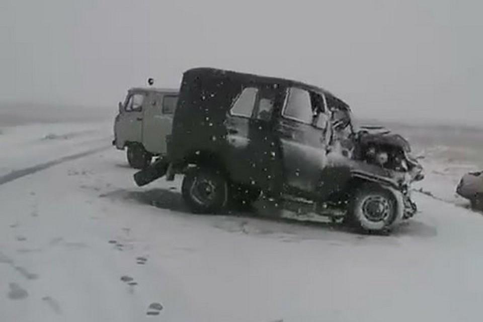В Туве из-за в аварии погибли четыре человека. Стоп-кадр видео