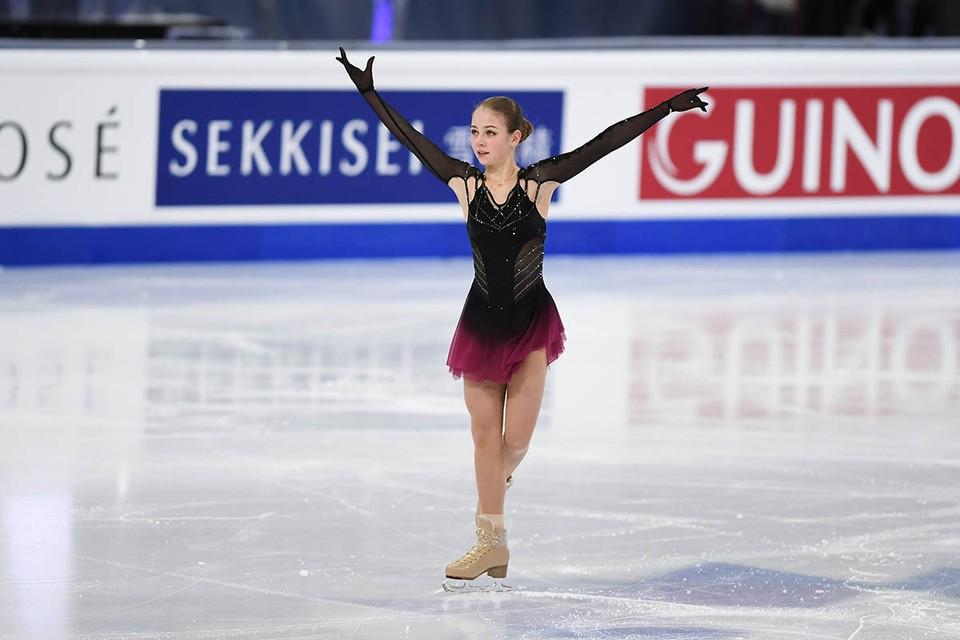 На чемпионате мира после произвольной программы, где Александра Трусова исполнила три четверных прыжка из пяти, ее первым делом спросили о будущем.