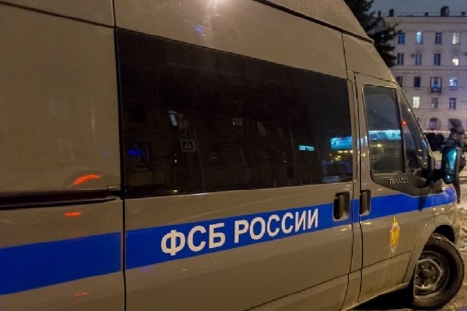 Сотрудники ФСБ России по Бурятии задержали мужчину в тот момент, когда он показывал нефрит иностранцу
