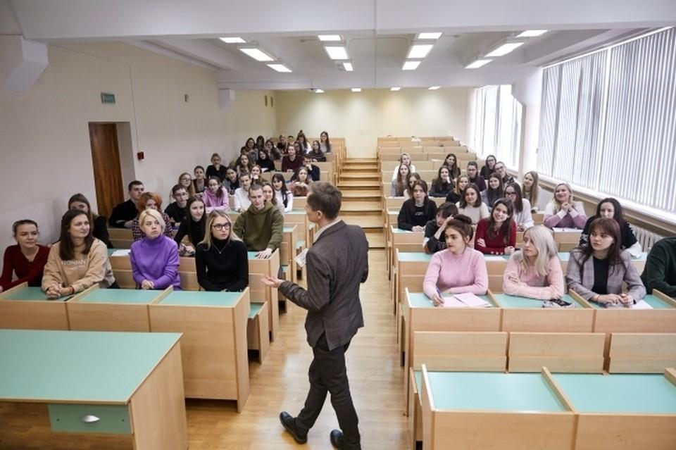 Студентов отправили на самоизоляцию.