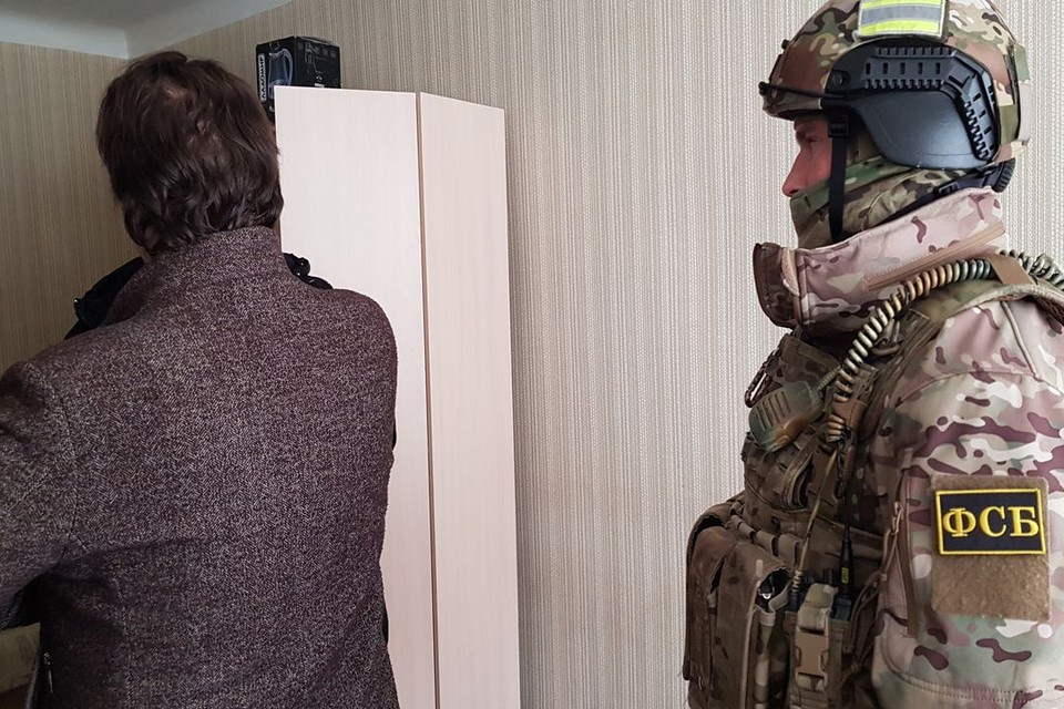 Новосибирцев, продававших липовые медсправки иностранцам, задержали с поличным. Фото: Пограничное управление ФСБ по НСО