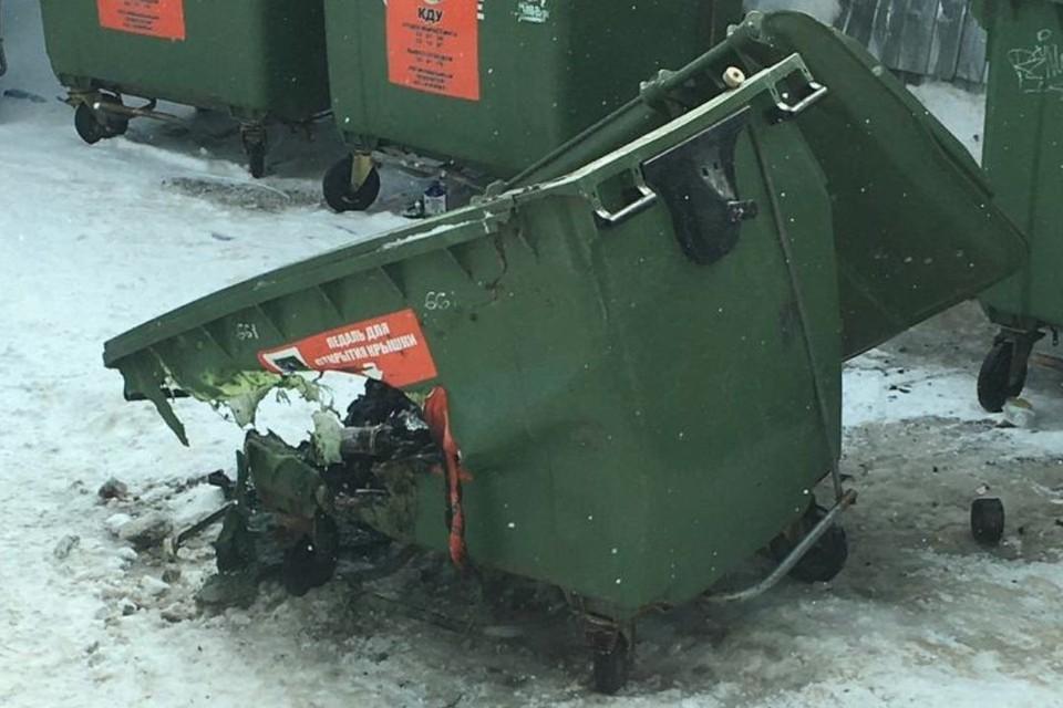 В областном центре также участились и случаи поджогов мусорных контейнеров. Фото: vk.com/regoperator43