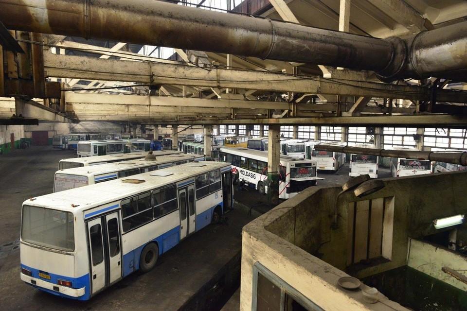 """""""Городской автобусный парк"""" Кишинева сможет закупить автобусы с пробегом для обеспечения населения общественным транспортом. Фото:ionceban.md"""