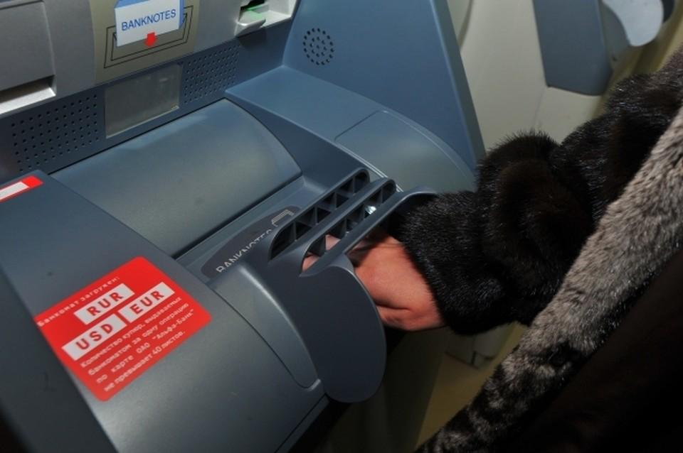 36-летний внук украл с банковских карт деда более 70 тысяч рублей