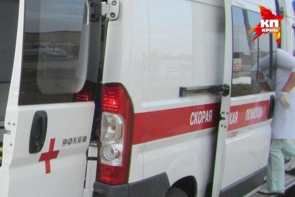 К моменту приезда медиков водитель еще был жив, но умер в больнице.