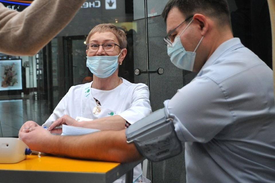 Врачи продолжают бороться с пандемией