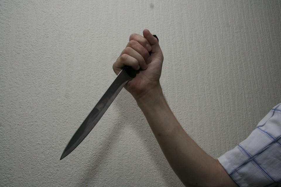 В больницу доставили 34-летнего мужчина с ножевым ранением