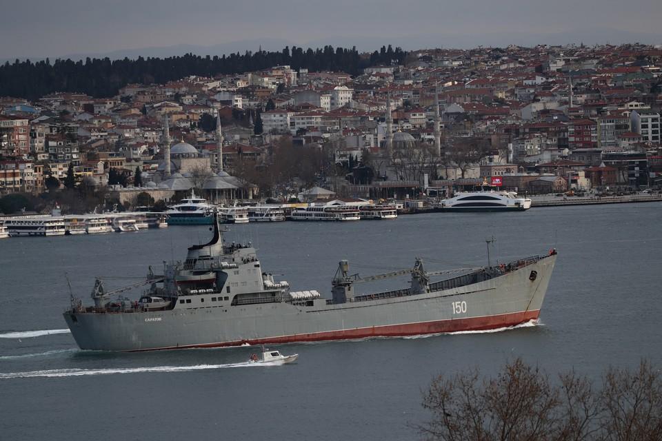 Турция контролирует проливы из Черного в Средиземное море Босфор и Дарданеллы.