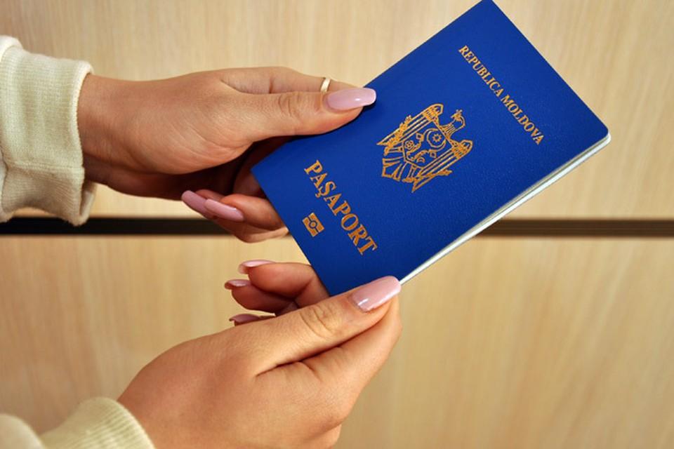 За новым молдавским паспортом надо ехать на родину.