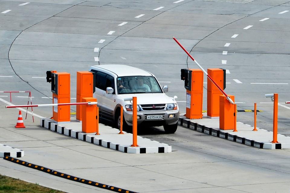Въезд на территорию площади перед зданием аэровокзала Владивостока. Фото: сайт vvo.aero