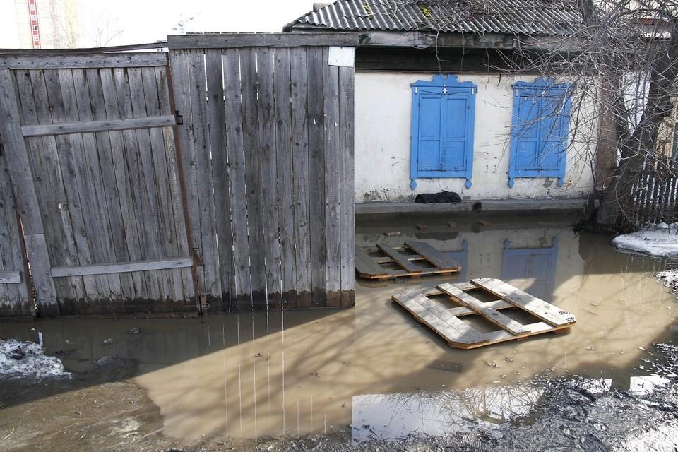 В Красноярске ночью талыми водами подтопило две улицы