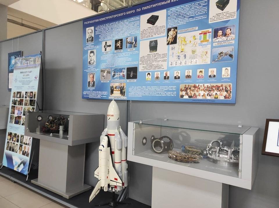 В Саратове открылась выставка «ПО «Корпус»: от первого спутника до современных космических программ»