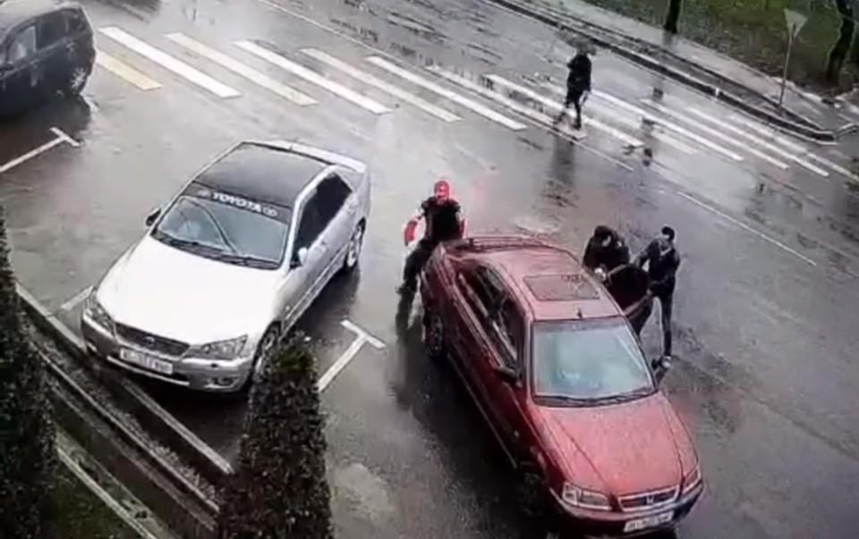 Момент похищения попал на видео.