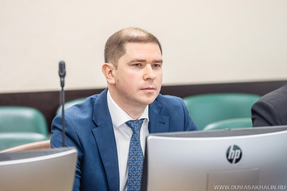 Председатель областного правительства Алексей Белик отметил, что всем студентам выплатят компенсацию в размере 6300 рублей. Фото: пресс-служба Сахалинской областной Думы