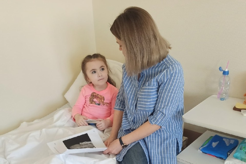 В ближайшее время Лера встанет на ноги после операции