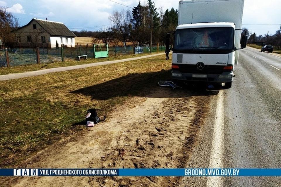 В Дятловском районе водитель грузовика отвлекся на телефон и сбил 56-летнюю велосипедистку. Фото: ГАИ УВД Гродненского облисполкома