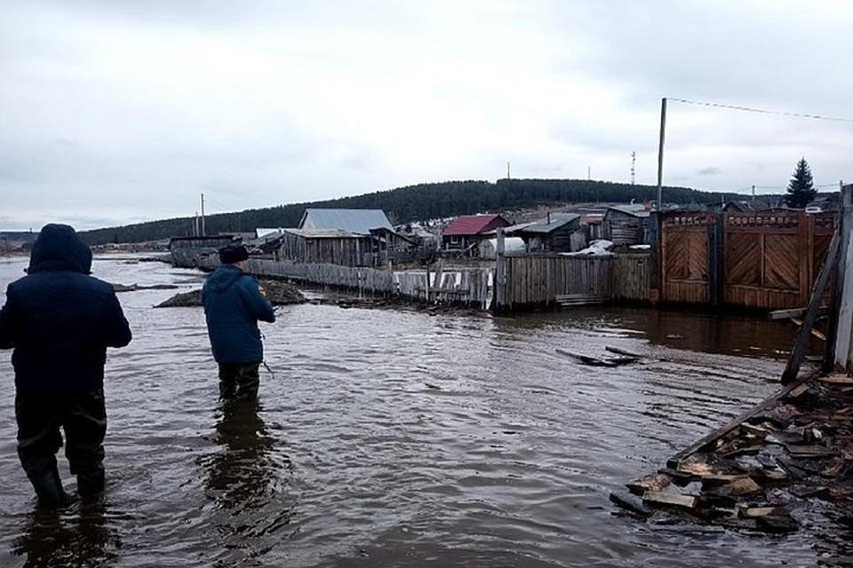 Режим ЧС объявлен в подтопленном поселке Залари в Иркутской области